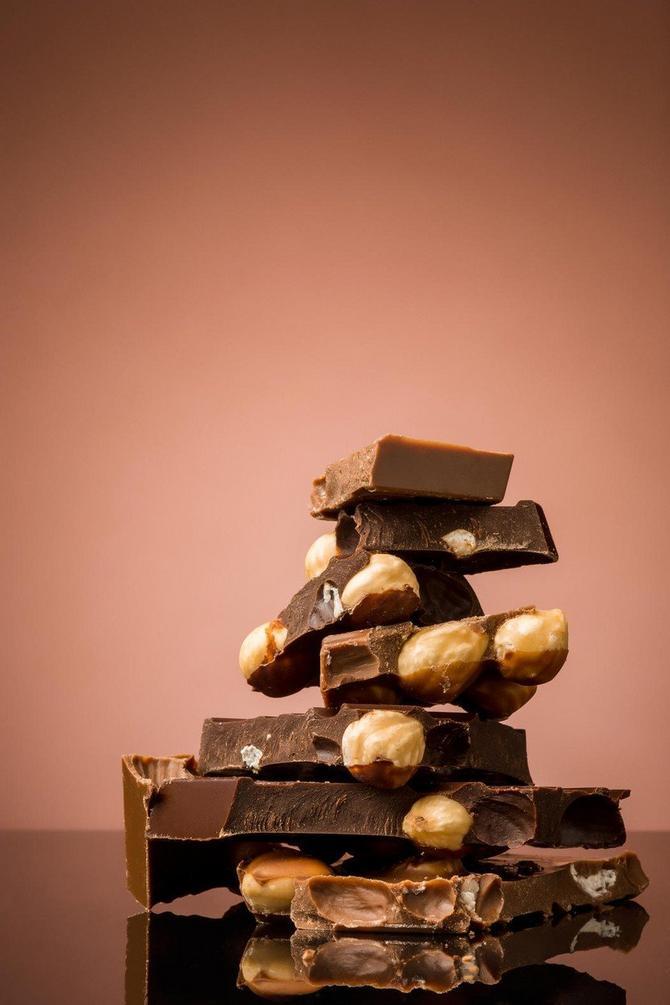 Sam kakao puter nema ukus čokolade i nije čokolada jer ne sadrži čokoladu u čvrstom stanju