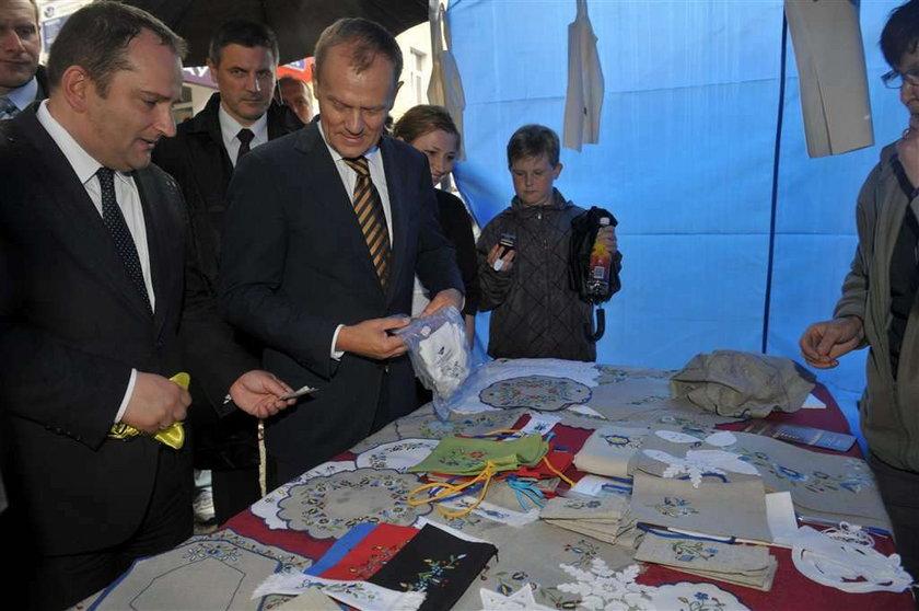 Premier publicznie kupił... majtki