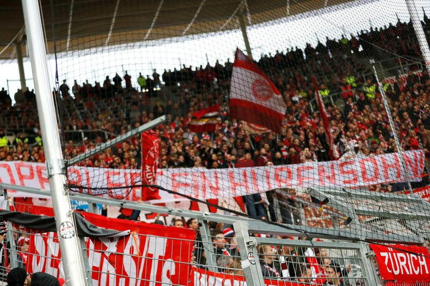 Kibice Bayernu Monachium doprowadzili do dwukrotnego przerwania meczu z Hoffenheim (6:0) prezentując transparenty obrażające właściciela zespołu gospodarzy – Dietmara Hoppa