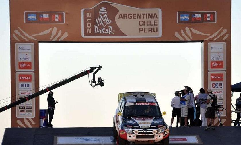 Adam Małysz z pilotem Rafałem Martonem mają za sobą pierwszy etap Rajdu Dakar