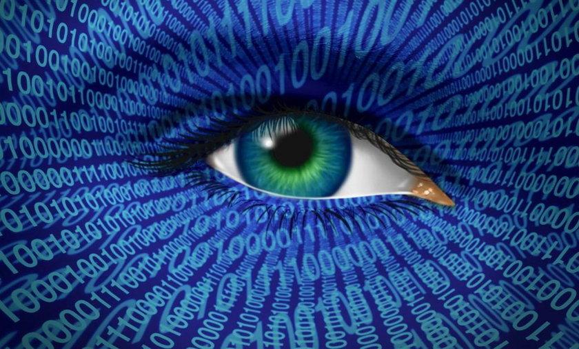 Facebook inwigiluje w sieci