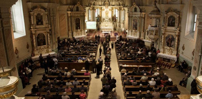 Apostazja - jak jej dokonać? Wystąpienie z Kościoła katolickiego