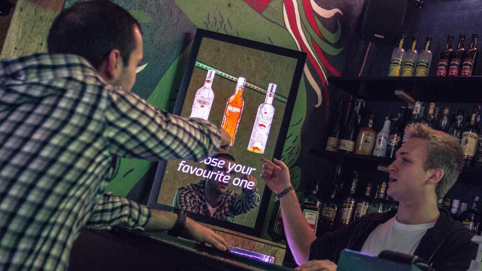 Interaktywne lustra Abyss Glass mogą znaleźć komercyjne zastosowanie w gastronomii...