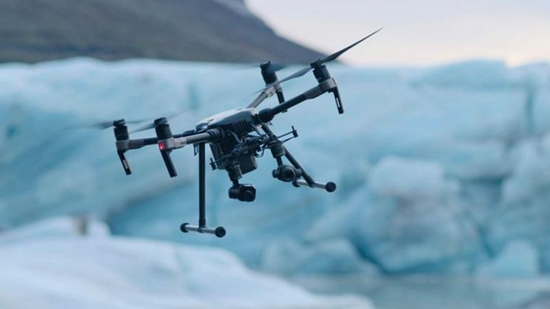 Amerykańskie drony ostrzelają przeciwnika z broni palnej