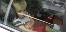 Mały chłopiec uwięziony w rozgrzanym samochodzie