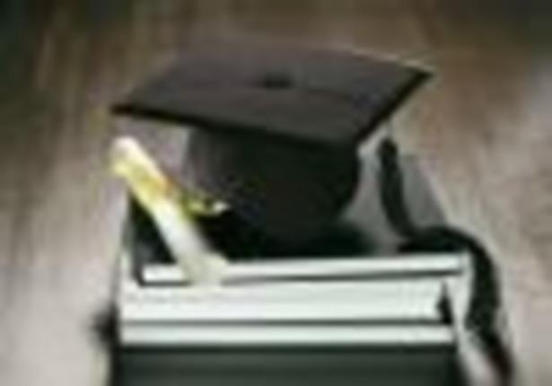 Opłaty za drugi kierunek studiów i ograniczenie pracy wykładowców na wielu etatach wprowadza uchwalona w piątek przez Sejm nowelizacja Prawa o szkolnictwie wyższym, ustawy o stopniach naukowych i tytule naukowym oraz o stopniach i tytule w zakresie sztuki.