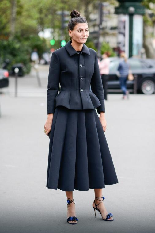 01dd744e78b3cc Spódnica midi - idealna na lato. Jak modnie ją nosić? - Moda
