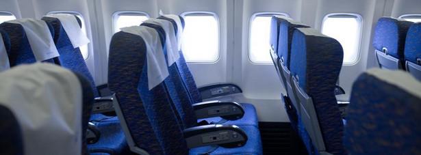 Bójka na pokładzie – jeżeli do niej dojdzie w czasie lotu, pilot natychmiast podejmuje decyzje o przymusowym lądowaniu na najbliższym lotnisku, a zapłaci za to krewki pasażer.