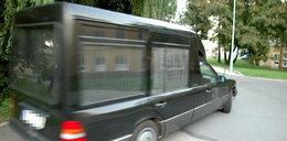 Kierowca karawanu stracił prawko. Spieszył się na pogrzeb!