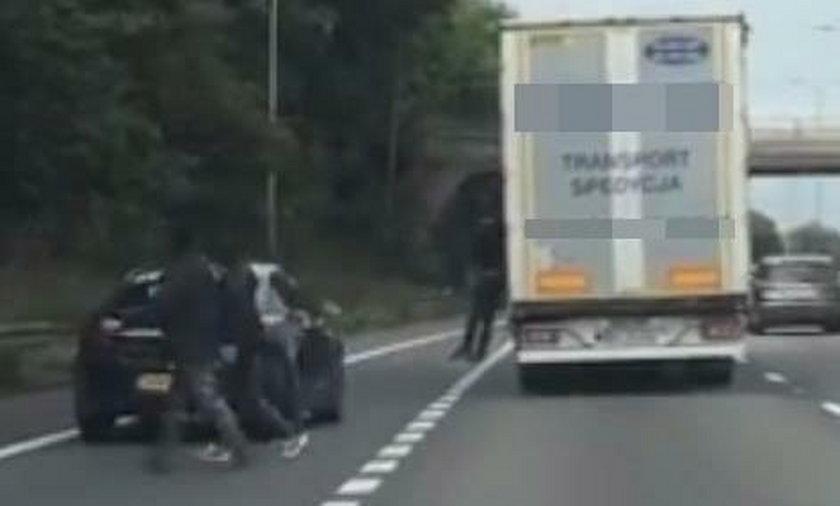 Imigranci wyskakują z polskiej ciężarówki w Wielkiej Brytanii