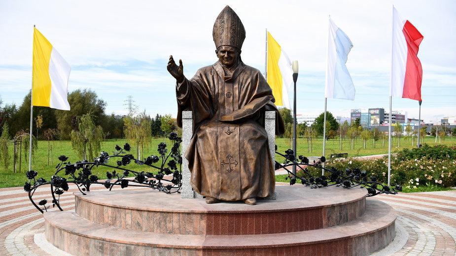 20a09339 - RZESZÓW NOWY POMNIK ŚW. JANA PAWŁA II (nowy pomnik papieża)