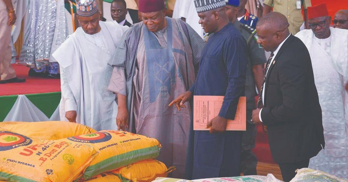 Gov. Ishaku provides succour to flood victims in Taraba - Pulse Nigeria