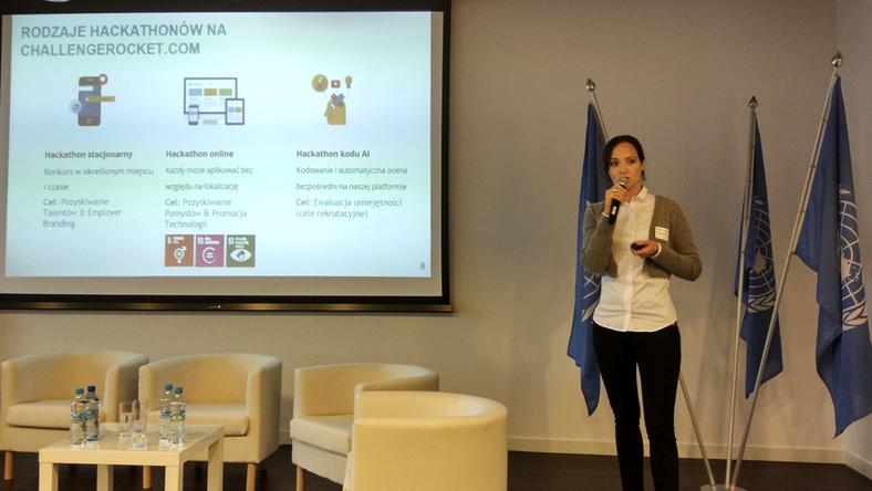 Podczas UN DAY 2017 przedstawiciele ChallengeRocket.com zaprezentowali e-book dla biznesu poświęcony hackathonom CSR