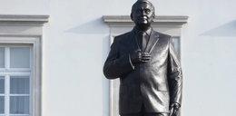 Rażące błędy w pomniku Lecha Kaczyńskiego