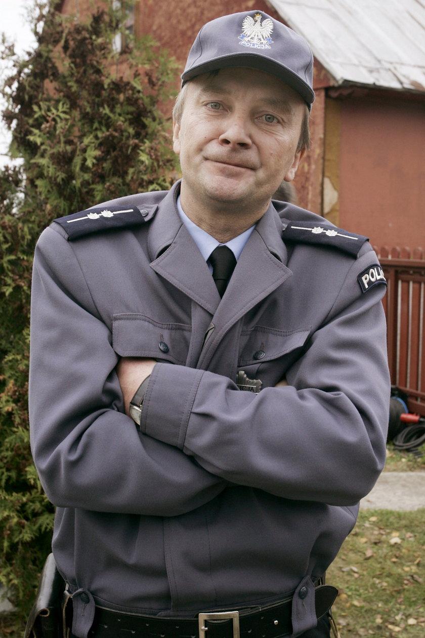 "Policjant Stasiek z serialu ""Ranczo"""