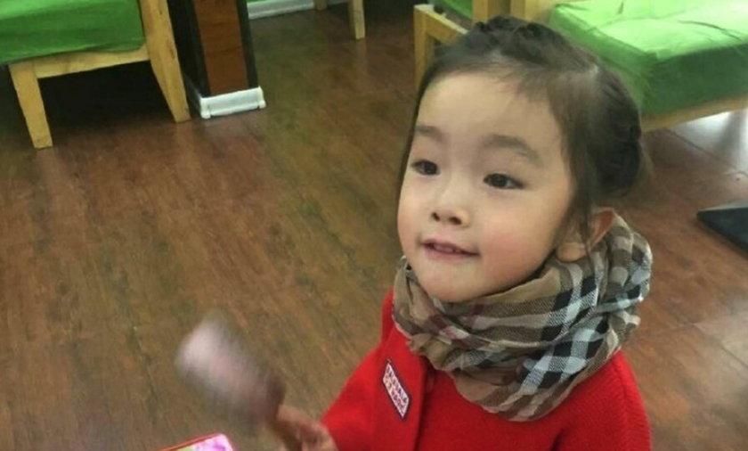 Chiny. Śmierć dziecka Gou Jintong w przedszkolu w Huadian