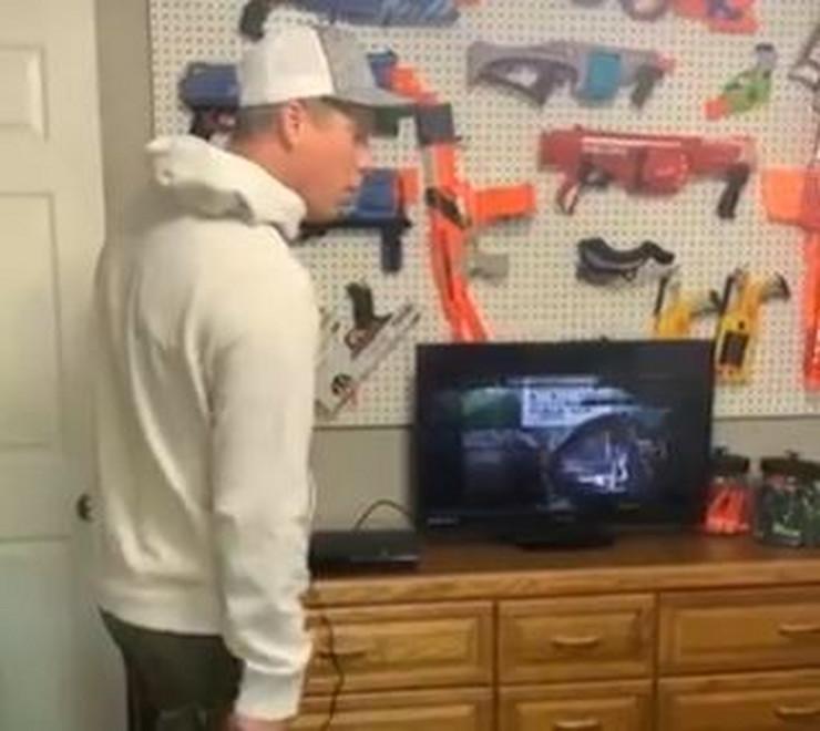 Otac uništava TV