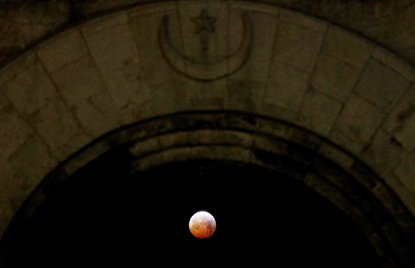 """Only Total Lunar Eclipse Of 2019 Appears As """"Super Blood Wolf Moon"""""""