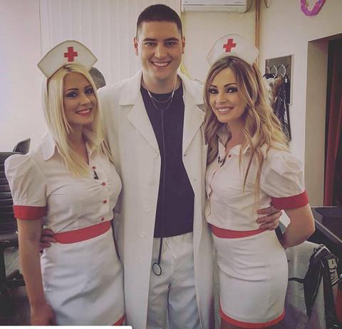 ALEKSANDRA ILI JELENA? Ljuba između dve seksepilne medicinske sestre! FOTO