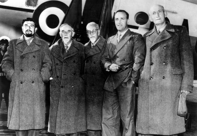 Džordž Blejk (L) među oslobođenima iz Severne Koreje po dolasku u Berlin 1953.