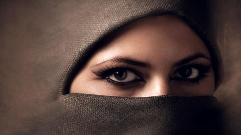 Kobiety muzułmańskie same decydują o tym, czy zasłonią twarz.