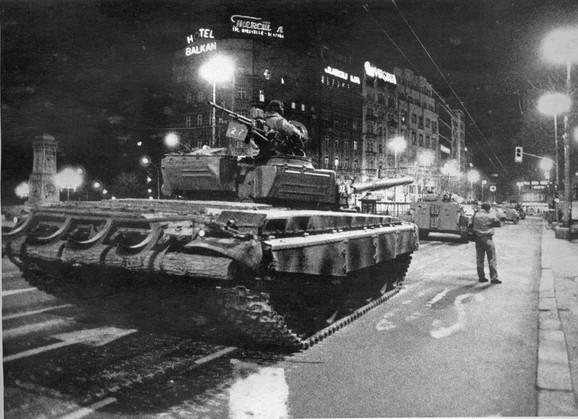 Tenkovima na građane