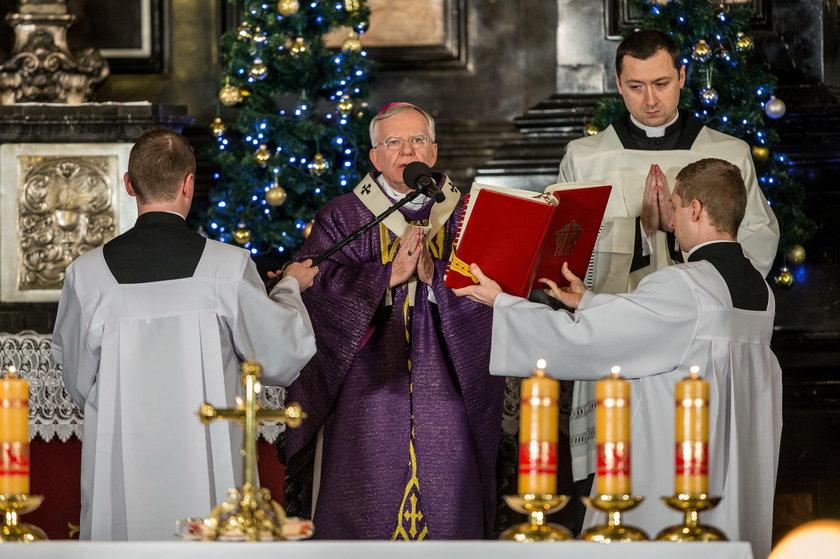 Byli uczniowie przeciwko arcybiskupowi