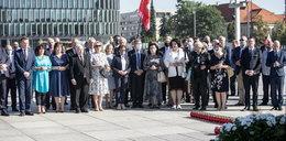 Kolejna miesięcznica smoleńska. Politycy PiS na pl. Piłsudskiego