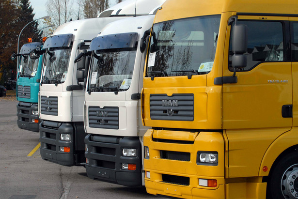 Dziś Sejm będzie głosował poprawki Senatu do nowelizacji ustawy o transporcie drogowym i prawie o ruchu drogowym, która znosi obowiązek posiadania Karty Kwalifikacji Kierowcy przez osoby pochodzące spoza UE, a pracujące w firmach transportowych w Polsce.