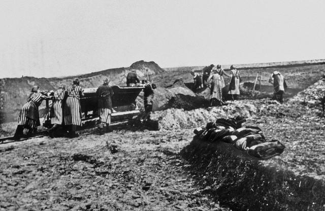Žene su umirale od napora obavljajući teške fizičke poslove