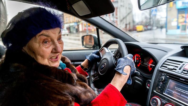 """Michalina Borowczyk-Jędrzejek z Katowic od 13 lat jeździ najmocniejszymi wersjami Subaru. Niedawno przed kamerą """"Raportu Turbo"""" stacji TVN pokazała, jak panuje nad swoim 300-konnym WRX STI. Opowiedziała też, jak reaguje na zaczepki młodych kierowców…"""