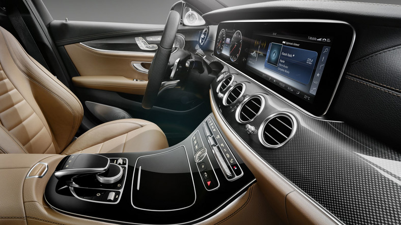 Kiedyś to musiało się wydarzyć i w końcu stało się! Mercedes ujawnił pierwsze zdjęcia nowej generacji modelu klasy E...