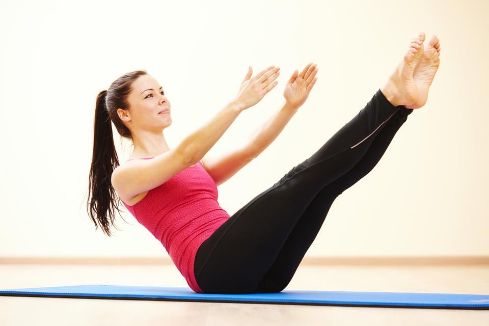 Trenuj pilates. Silny brzuch to główne wsparcie dla kręgosłupa
