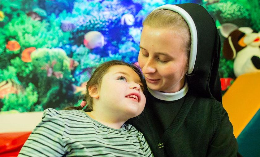 Siostry chcą uratować wzrok Anastazji