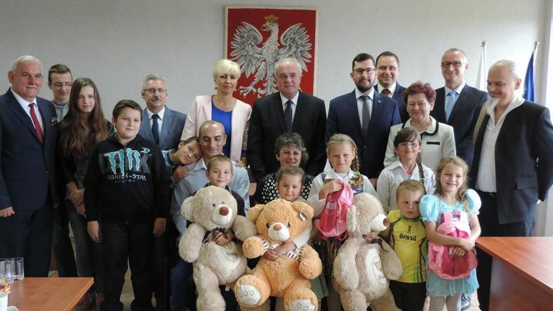 Rodzina z Wierzchowa podczas wizyty u ś. p. wojewody zachodniopomorskiego Piotra Jani