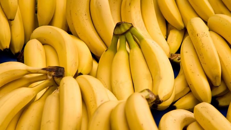 """Minister obrzucona bananami. """"Marnowanie jedzenia w czasach kryzysu"""""""
