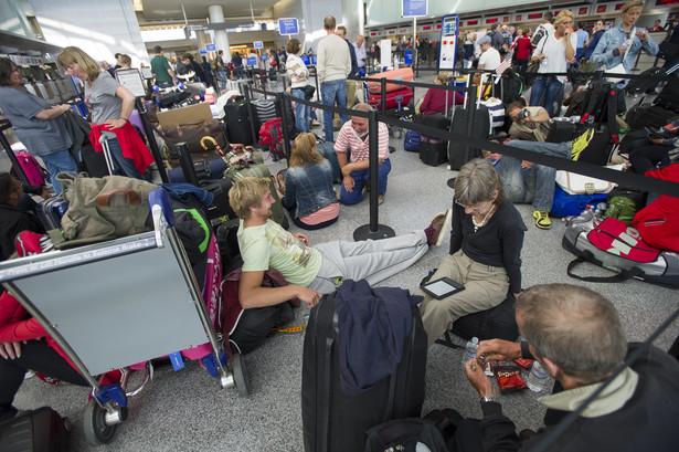 Pasażerowie czekają na ponowne otwarcie lotniska w San Francisco