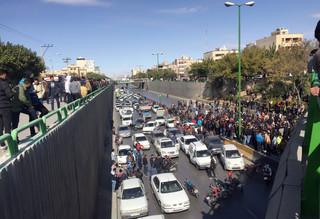Trwają protesty w Iranie po podwyżce cen benzyny