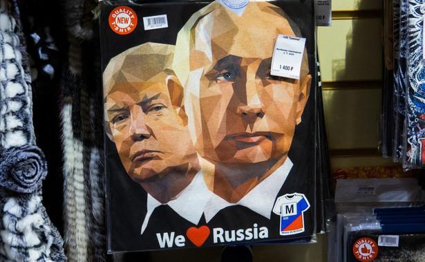 """– Nie mam żadnej relacji z Putinem poza tym, że nazwał mnie geniuszem. Powiedział, że Donald Trump jest geniuszem, że będzie liderem partii, że będzie przywódcą świata czy coś takiego – przekonywał Donald Trump w lutym 2016 r. na wiecu, nieco przeinaczając fakty, bo słowa """"geniusz"""" gospodarz Kremla nie użył."""