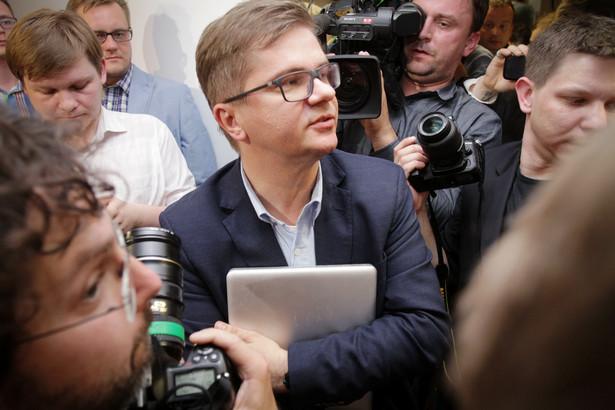 """Tygodnik """"Wprost"""" opublikował kilka rozmów najważniejszych polityków w państwie. Zostały one zarejestrowane w warszawskich restauracjach."""