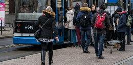 Brutalny atak na motorniczego w krakowskim tramwaju