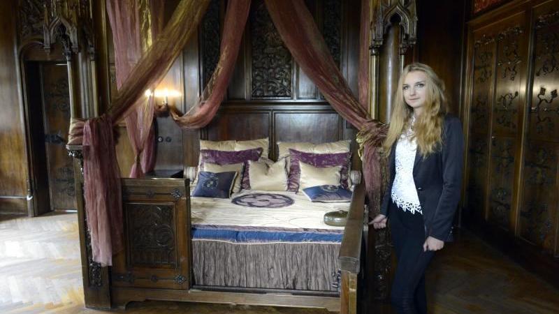 Paulina Daniel oprowadza turystów po zamku Czocha