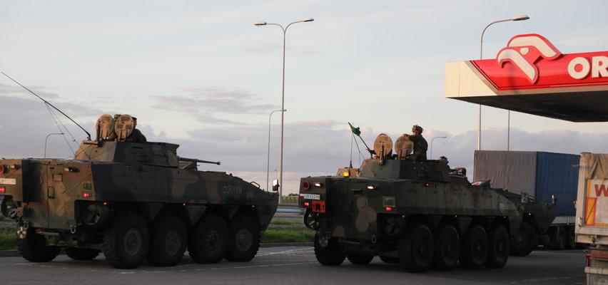 Zdjęcie Rosomaków tankujących na  Orlenie wywołało niemałe zamieszanie. Jaka jest prawda?