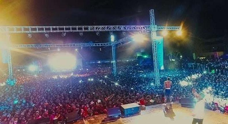 Diamond on stage. Diamond, Wizkid and Tiwa Savage bring Dar es Salaam to a standstill with electrifying performances (Photos)