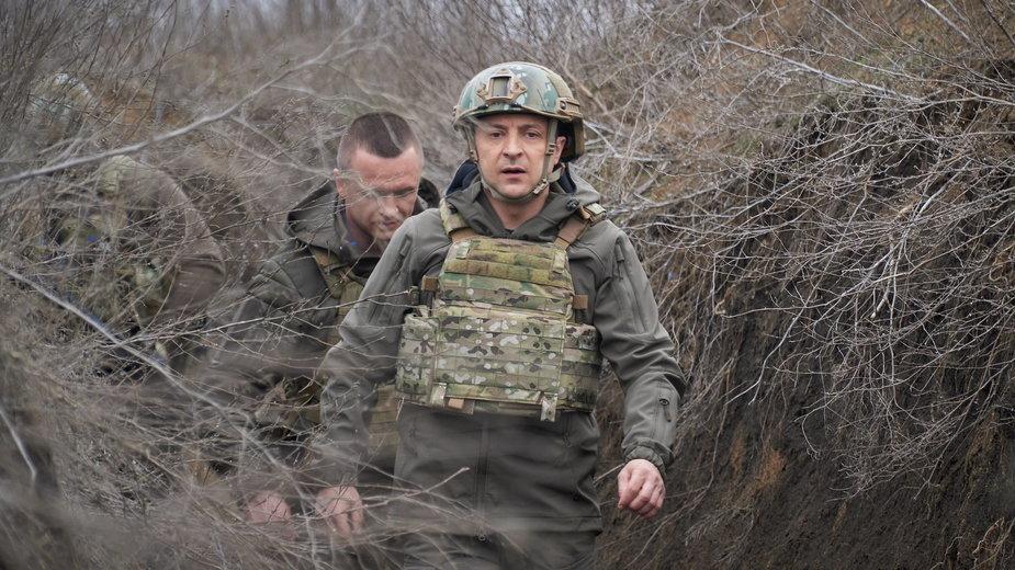 Prezydent Wołodymyr Zełenski na linii frontu w Donbasie