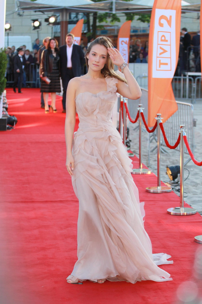 Alicja Bachleda-Curuś w sukni Zienia