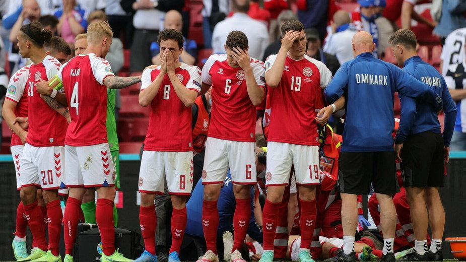 Piłkarze otoczyli reanimowanego Christiana Eriksena