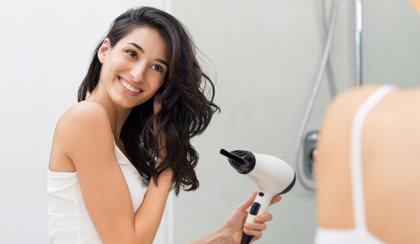 Suszarki, które nie niszczą włosów. Poznaj najlepsze modele