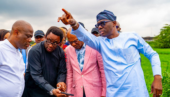 Lagos governor, Babajide Sanwo-Olu (right), is sick of all the negative effects of unlawful societies and cultism in the state, and his new anti-cultism law shows how much he wants to put an end to it [LASG]