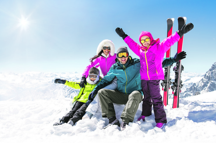laughing-family-winter-vacation-ski-450w-715823827
